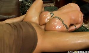 Housewife Jewels Jade with round mangos gets her luxurious putz played with