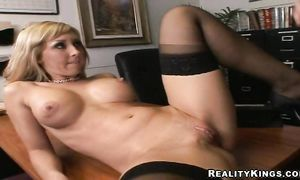 Sultry blond Jessica Lynn with huge tits enjoys having her tasty snatch pleasured