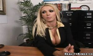 Curvaceous blonde chick Nikki Benz with large tits isn't shy to show her amazing body
