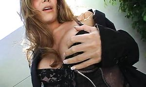 Lewd busty babe Ryder Skye knows how to use a strapon
