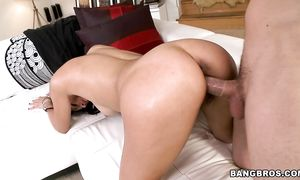 Angelic Jordana Heat with curvy tits craves badly for a soaked long sword