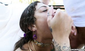 Awesome Bonnie Rotten with round mounds doesn't want to stop chili dog riding