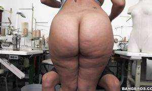 Delightful arse Aaliyah Grey impales her perfect arse on a throbbing boner