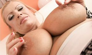 Cute blond Veronica Del Unto with impressive tits on his rod rocks the chair