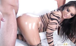 Tempting latin dark-haired babe Jynx Maze got her trimmed pussy filled up with a rock hard rod