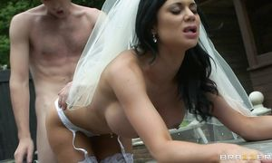 Prodigious Jasmine Jae blows and rides paramour
